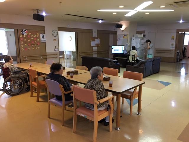 特別養護老人ホームにて要介護状態の方への介護業務。 またそれに伴う記録業務。