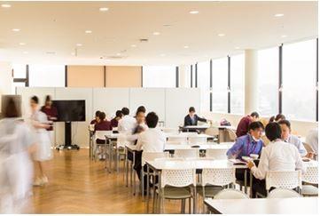 病院内7階にあるカフェグレースにおいて調理に係る業務全般を行っていただきます 調理、食材発注、在庫管理、本部との連絡調整