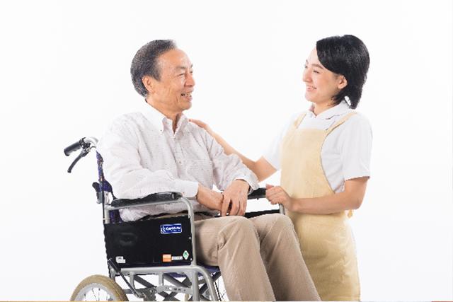 特別養護老人ホームにおいて、食事、入浴、排せつ等の入居者の日常生活全般の支援に従事していただきます。