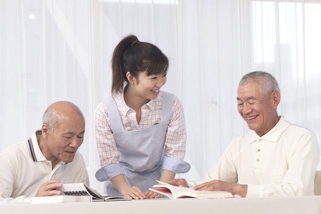特別養護老人ホームにおいて、夜間の介護業務全般に従事していただきます。 急変時の対応として、救急車の応対もしていただきます。